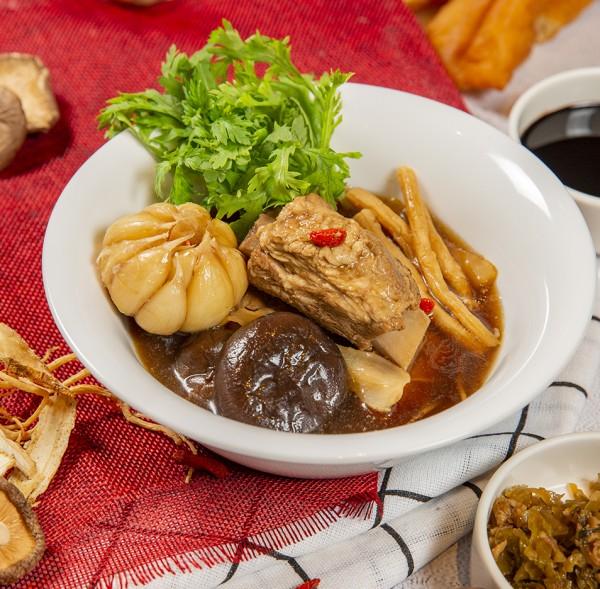 Slow cook pork ribs, garlic, goji berry,shitake mushroom, herbs, cinnamon, black soya