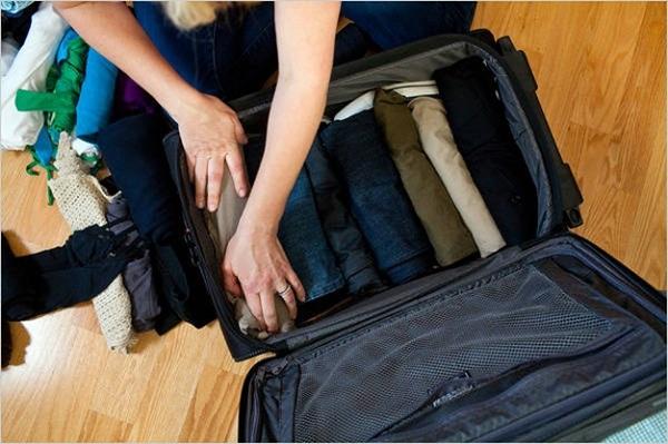 2.Mang cả thế giới về quê chỉ với 1 chiếc vali nhỏ