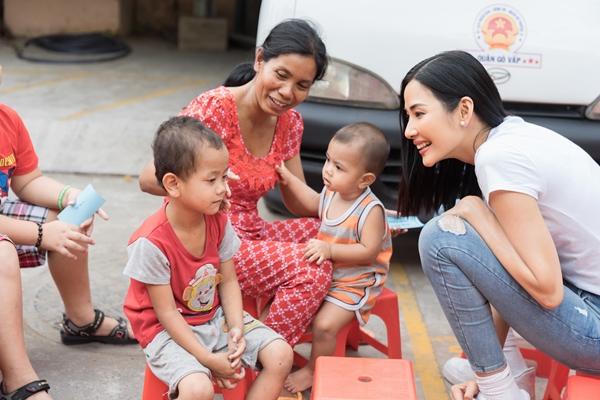 A hau Hoang Thuy (42)