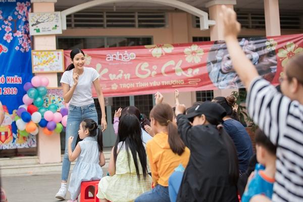 A hau Hoang Thuy (5)