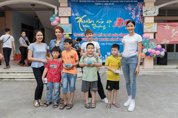 A hau Hoang Thuy (55)