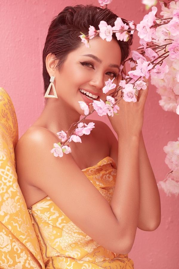 Anh Tet Ky Hoi_Hoa hau HHen Nie (5)