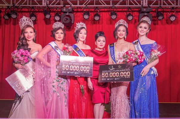 Các Hoa hậu nhận phần thưởng của nhà tài trợ Gold - Nam Vương Phạm Minh Hữu Tiến