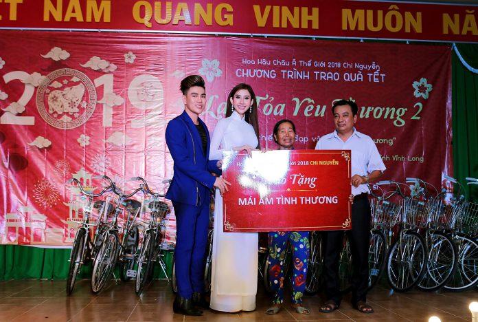 Nam vương Hoàng Gia Lâm và hoa hậu Chi Nguyễn trao tặng mái ấm tình thương