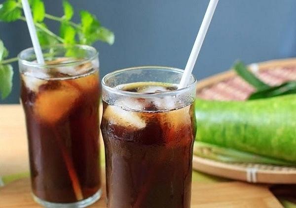 Không chỉ có các loại trà thảo mộc, trà bí đao cũng là thức uống giải nhiệt, thanh lọc cơ thể cực tốt mà bạn còn có thể tự làm tại nhà.