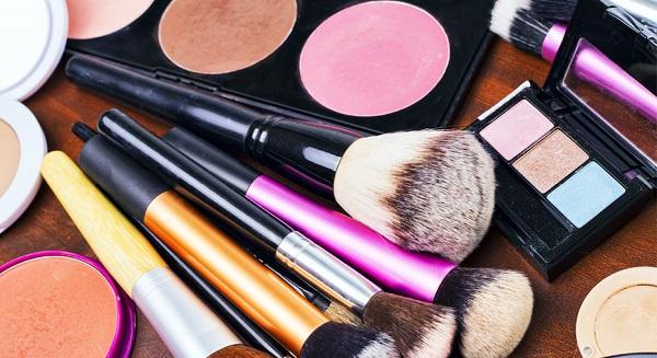 Cần cân nhắc kỹ thề thời điểm và mức độ make up!