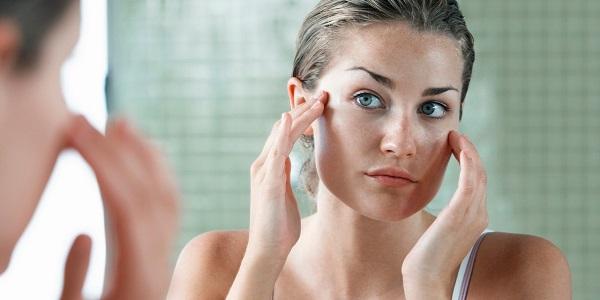 Trang điểm khi tập thể dục có thể gây hại đến làn da của bạn.