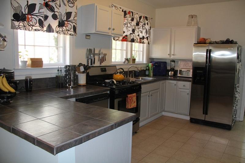 Rất đa năng với những mẫu nhà ăn, nhà bếp thế này, phù hợp với nhiều không gian nhà.