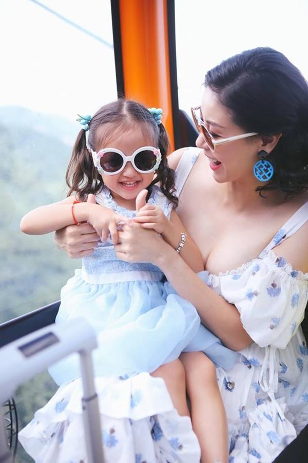 Viann thường xuyên được mẹ Hà Kiều Anh dẫn theo tham gia nhiều sự kiện. Trong cách dạy con, Hoa hậu Việt Nam 1992 luôn áp dụng nguyên tắc không bao giờ được nói dối.