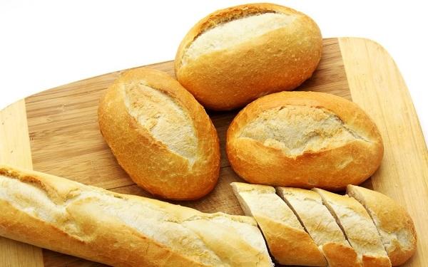 Các thực phẩm chứa hàm lượng lên men cao đặc biệt tốt cho tóc, chẳng hạn như bánh mì...