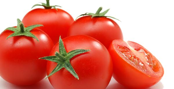 Cà chua giúp bạn có một làn da mịn màng như da em bé.