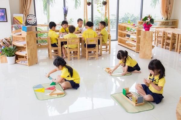 3.Phụ huynh trẻ và bí quyết chọn trường mầm non cho con1