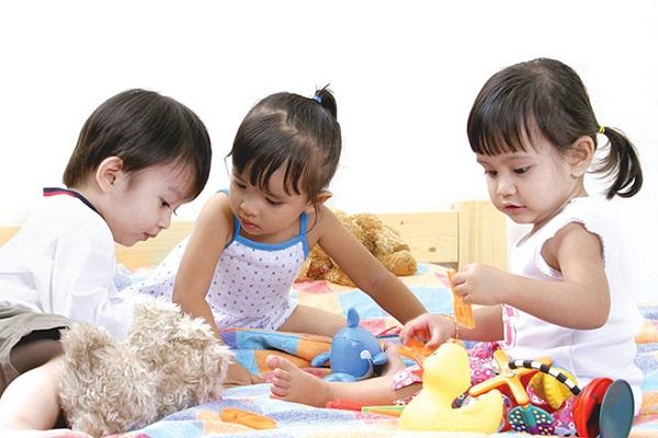 3.Phụ huynh trẻ và bí quyết chọn trường mầm non cho con3