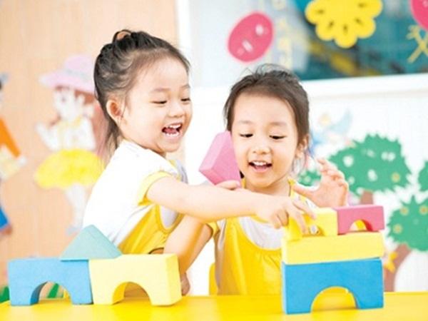 3.Phụ huynh trẻ và bí quyết chọn trường mầm non cho con4