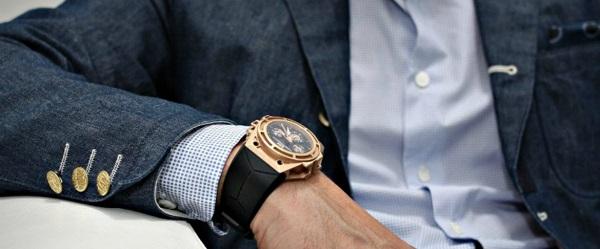 Phần lớn các chàng trai đều rất thích được tặng đồng hồ.