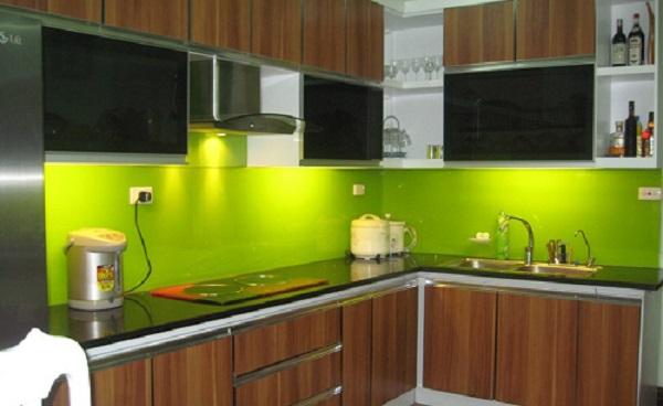 Nhà bếp thuộc hành Hỏa, còn bồn rửa lại thuộc hành Thủy; thế nên không thể đặt bếp nấu ở khu vực chứa nước hay giữa hay bồn rửa