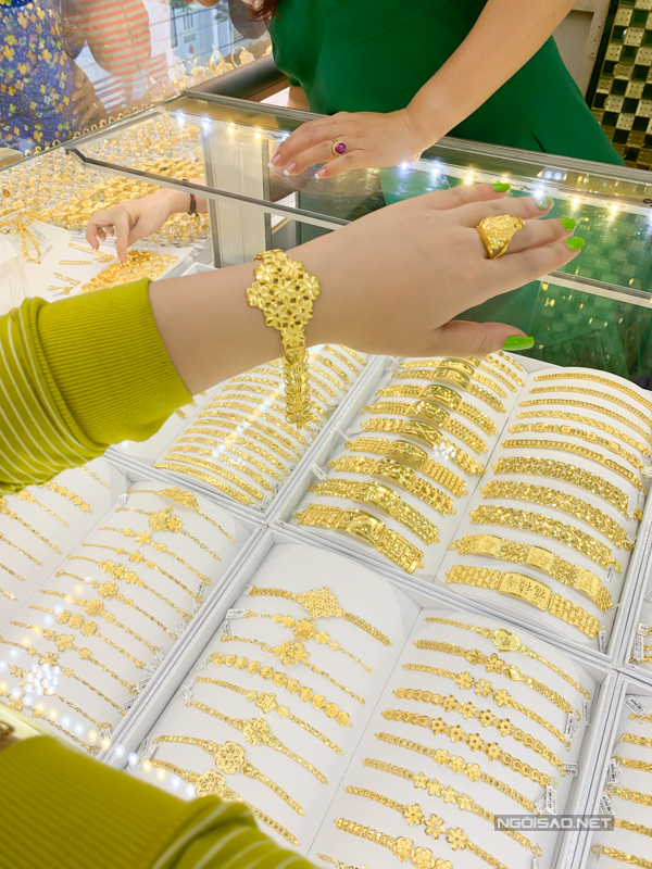 5.Khách tấp nập mua vàng ngày vía Thần tài2