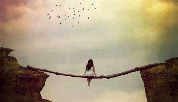 dẫu biết rằng giữa hai người không biết gọi nhau là gì cho hợp lí…nhưng vẫn cứ giữ lấy mối quan hệ ấy, chẳng thể rời xa…
