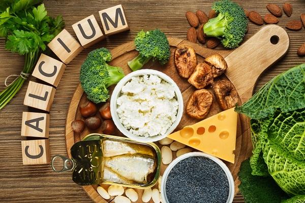 Lựa chọn các thực phẩm giàu canxi tự nhiên để xen kẽ hoặc phối hợp với các món khác trong các bữa ăn của trẻ.