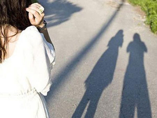 Tình yêu là con đường mang tên hạnh phúc, nhưng vốn dĩ chỉ giành đủ cho 2 người đi!
