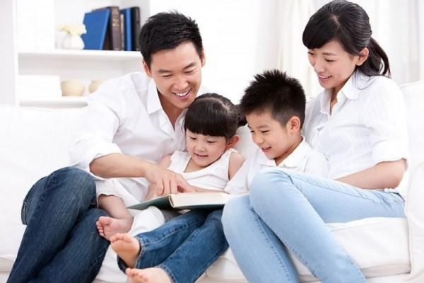 Bố mẹ hãy đọc sách cùng con nhiều hơn.