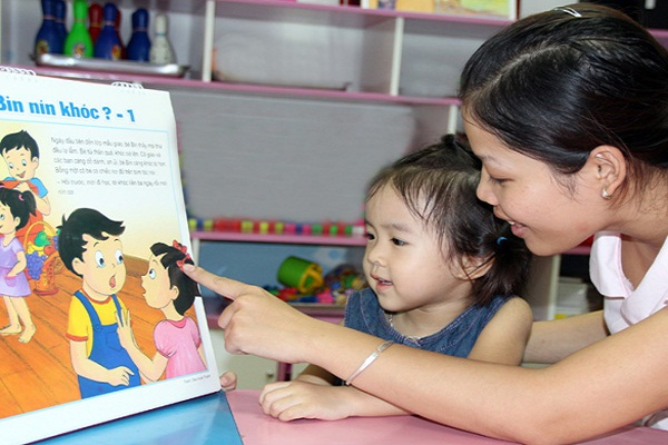 Đọc sách giúp các bé phát triển trí tuệ hơn.