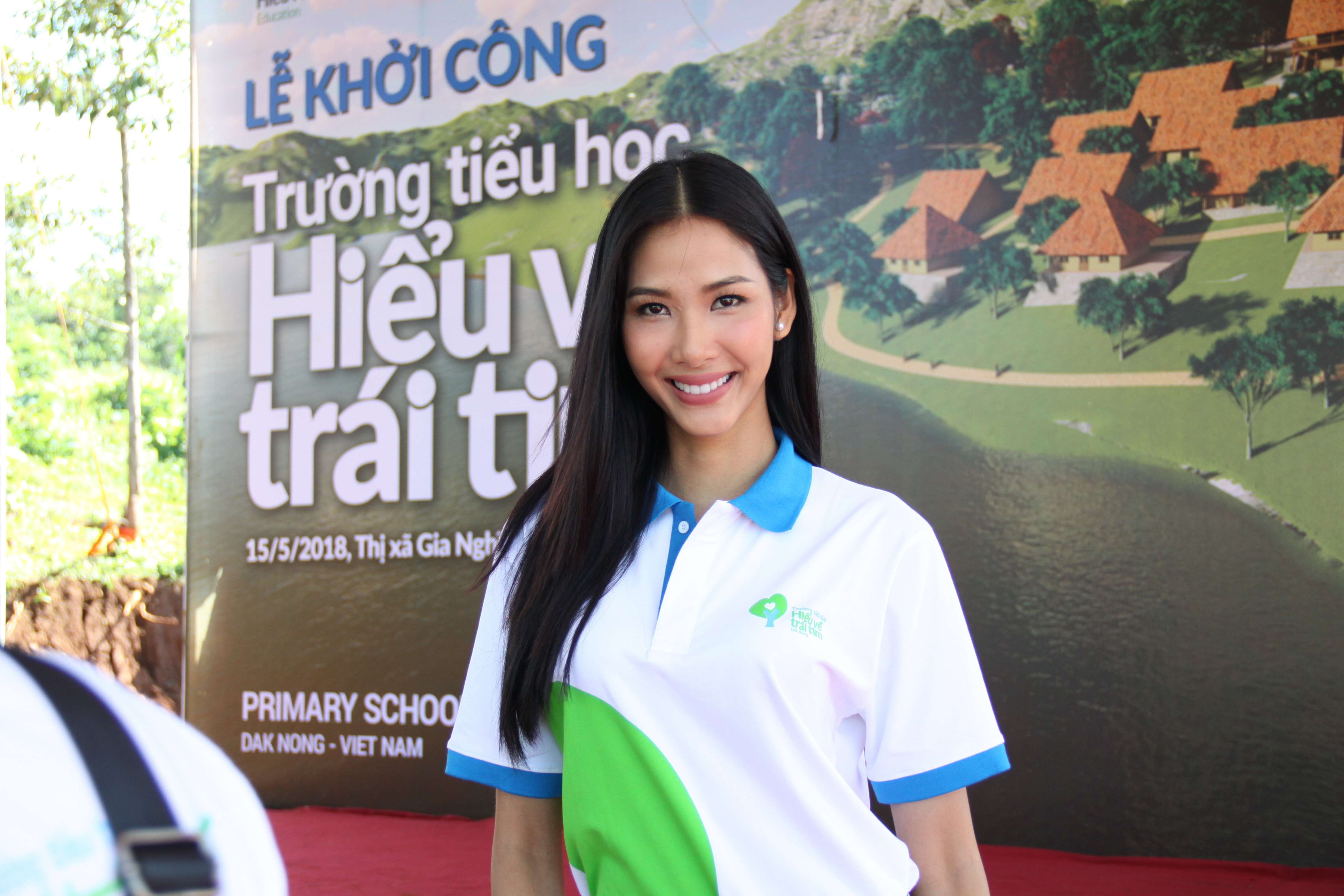 A hau Hoang Thuy tham gia chuong trinh Hieu Ve Trai Tim(4)