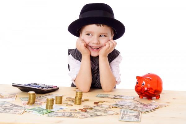 Con có thể mua đồ chơi, bánh kẹo khi đi học và những thứ con muốn có.