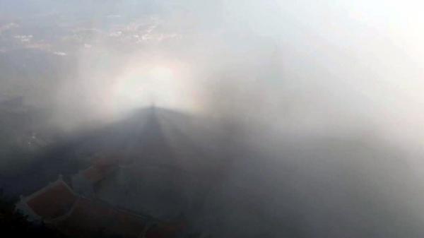 Những hiện tượng thiên nhiên kỳ thú trên đỉnh Fansipan mê hoặc du khách8
