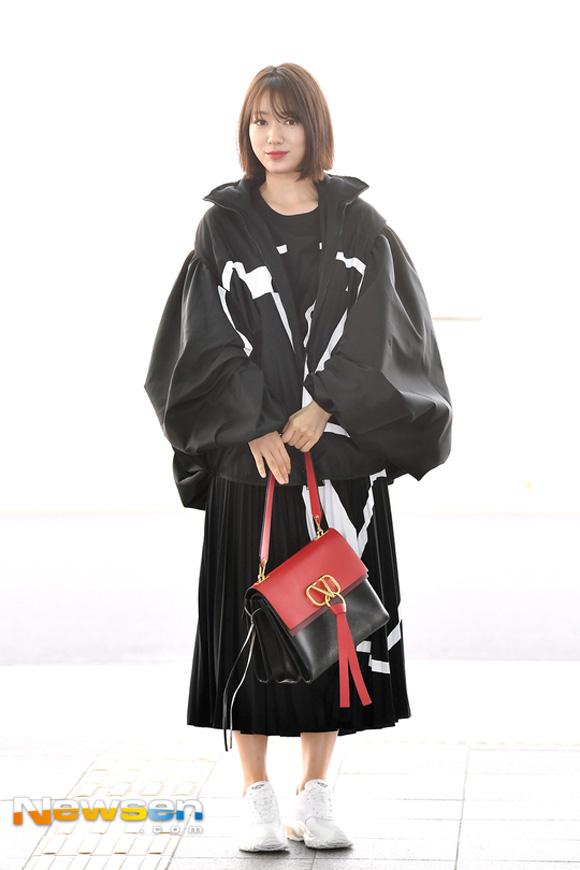 10.Lên đường tham dự Tuần lễ thời trang Paris, Park Shin Hye bị soi mất dáng với đồ rộng thùng thình4