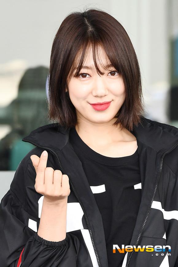 10.Lên đường tham dự Tuần lễ thời trang Paris, Park Shin Hye bị soi mất dáng với đồ rộng thùng thình5