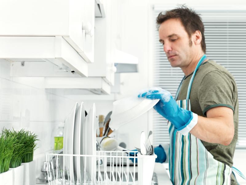Phụ nữ không ngại làm việc nhà, nhưng họ muốn được người đàn ông của mình phụ giúp!