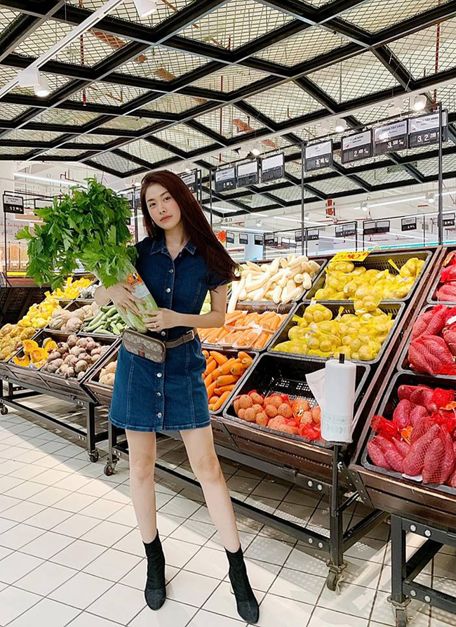 Bà mẹ hai con cho biết cô em họ Susie Nguyễn đang sống tại Australia chính là người đã truyền rất nhiều kinh nghiệm và cảm hứng cho cô để kiên trì ăn lành mạnh và uống nước ép cần tây.