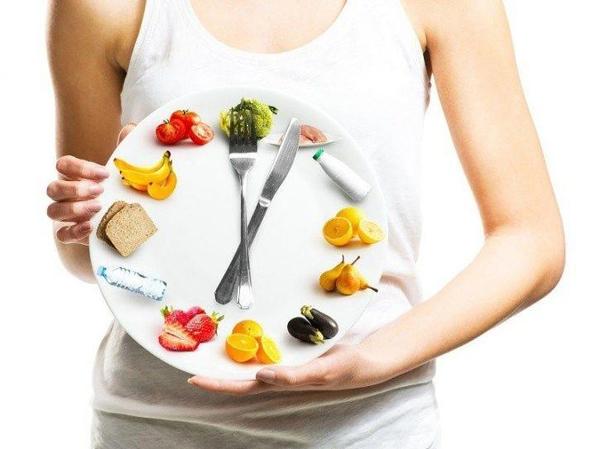Ăn sáng muộn và ăn tối sớm giúp thu hẹp khung giờ ăn trong ngày, cho cơ thể có khoảng thời gian 'nhịn gián đoạn'.