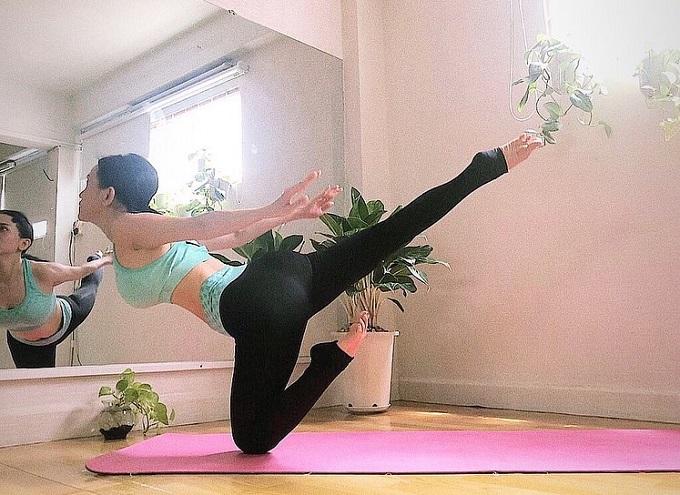 Nữ ca sĩ cũng chăm chỉ tập yoga nhằm bảo vệ sức khỏe, cải thiện vóc dáng.