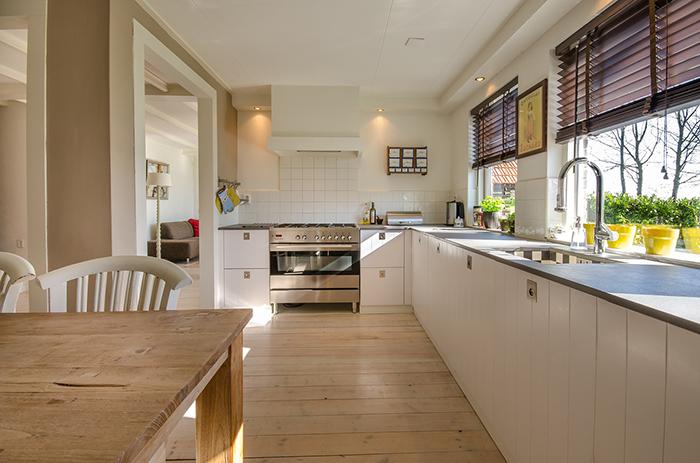 Mẫu thiết kế phòng bếp nhà biệt thự đẹp sang trọng hướng không gian mở, thiết kế này phù hợp với các không gian nhà biệt thự hiện đại.