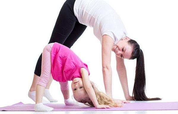17.trong Yoga đừng nhầm tưởng trẻ em là người lớn3