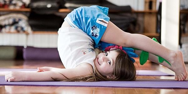 17.trong Yoga đừng nhầm tưởng trẻ em là người lớn4