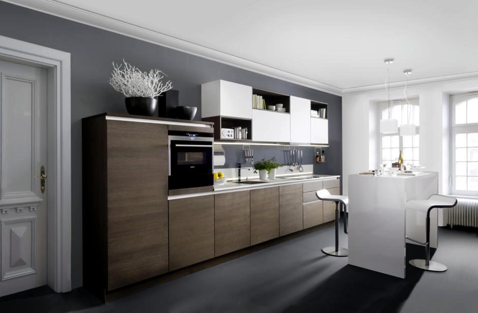 Mẫu tủ bếp gỗ có quầy bar thiết kế theo phong cách hiện đại màu trắng tạo cảm giác sạch sẽ thông thoáng.