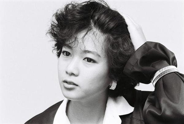 Bà từng là một ca sĩ thần tượng trong lòng giới trẻ.