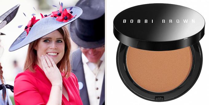 Giống như Kate Middleton, Công chúa Eugenie cũng là fan của thương hiệu Bobbi Brown, đặc biệt là dòng phấn bronzer, có giá bán khoảng 44 USD (1,1 triệu đồng).