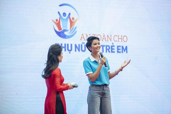 HHen Nie (8)