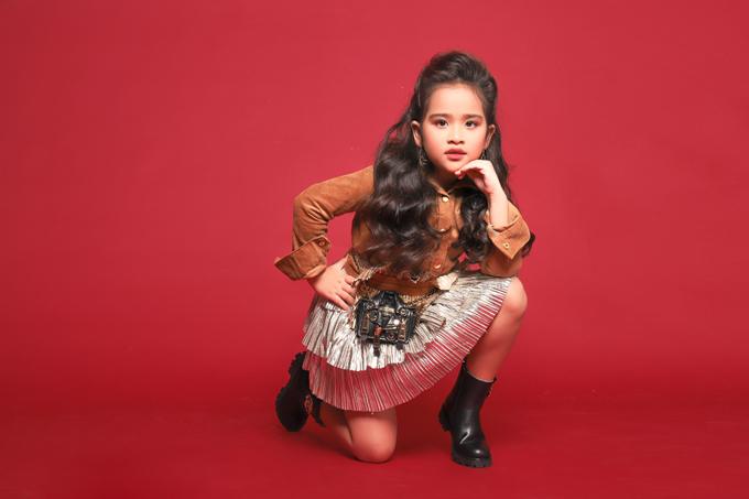 Dù chỉ là cô bé 6 tuổi, Suri Thiên Kim đã chứng tỏ là một mẫu nhí có năng khiếu và đam mê làm người mẫu thời trang.