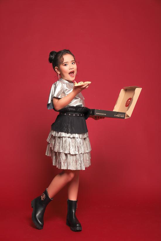 Gia đình luôn ủng hộ và cố gắng tạo mọi điều kiện để Suri Thiên Kim có thể theo đuổi ước mơ của mình. Hiện tại Suri Thiên Kim cũng là một trong những gương mặt được các nhãn hàng thời trang lựa chọn.
