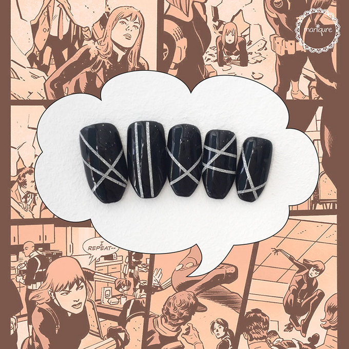 Mẫu móng đen với những đường kẻ bạc tượng trưng cho Black Widow có độ ứng dụng cao.