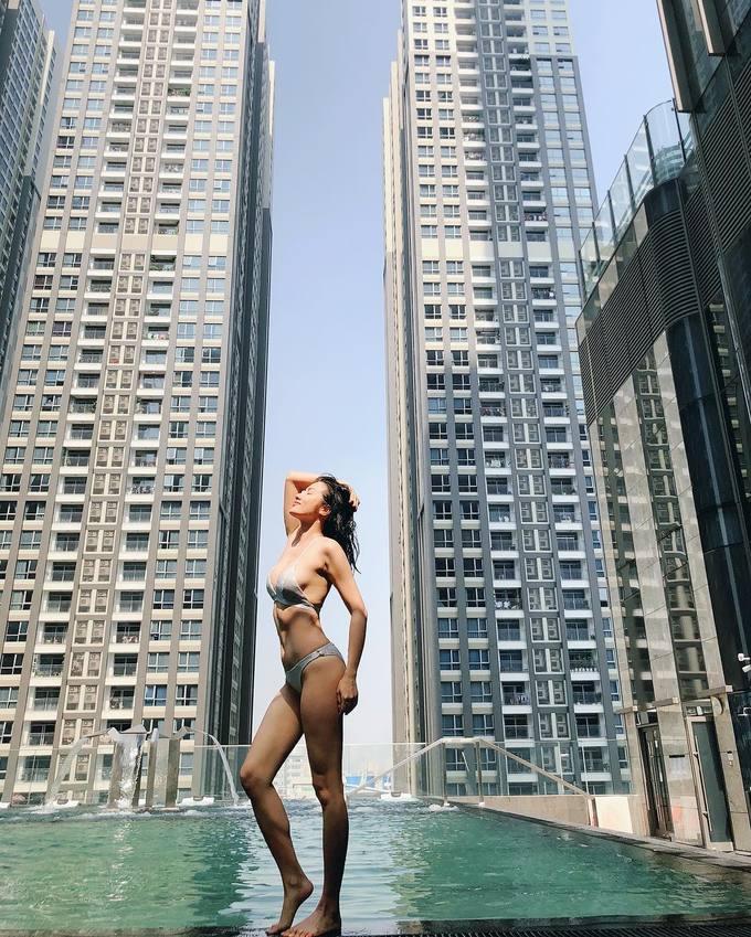 Theo đuổi phong cách sexy, gợi cảm từ những ngày đầu vào nghề nên Yaya Trương Nhi rất ý thức chuyện giữ dáng.