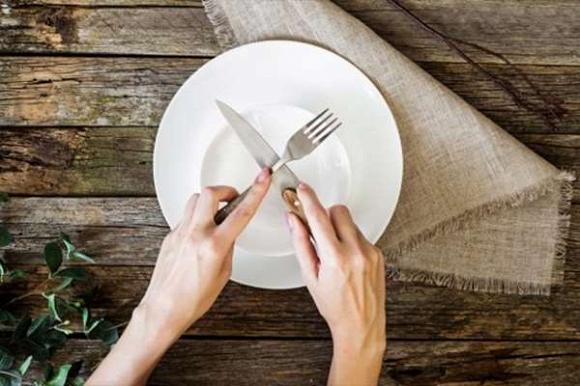 Một chế độ ăn kiêng khá phổ biến ở các nước phát triển, song lại chưa được biết đến nhiều ở nước ta. Vậy chế độ ăn kiêng 5:2 là gì, bạn đã biết cách thực hiện chúng chưa?