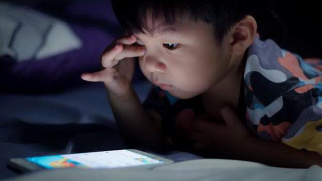 27.Trẻ dưới 1 tuổi không nên tiếp xúc màn hình