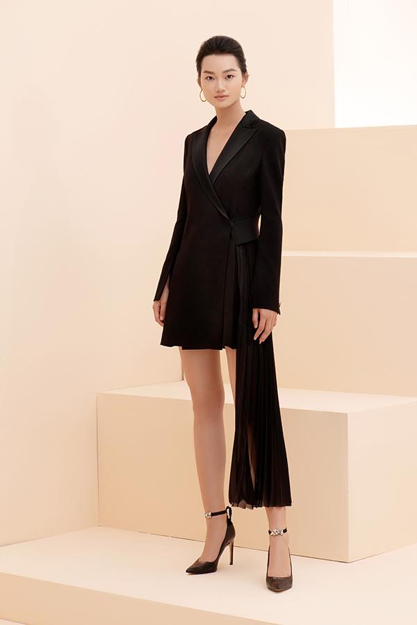 Mốt blazer dress làm khuynh đảo làng mốt thế giới cũng được thể hiện sống động để chiều lòng các cô nàng thích ăn mặc theo đúng trào lưu.
