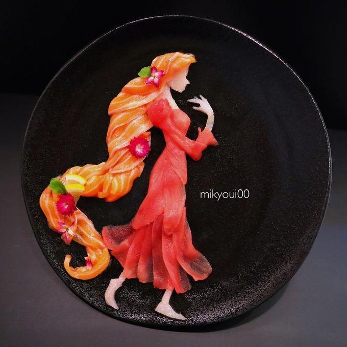 Nàng công chúa tóc xù với mái tóc vàng óng ả, vân sóng tự nhiên được ghép từ cá hồi.